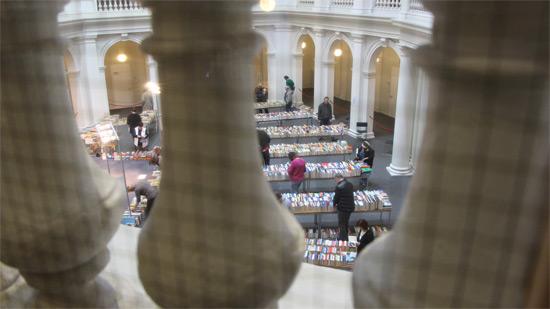 Bücherflohmarkt im Lichthof der Stabi