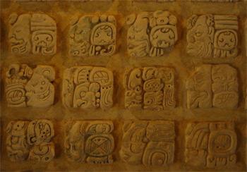 Maya Glyphen Museum Palenque, Mexiko, Quelle: Wikipedia