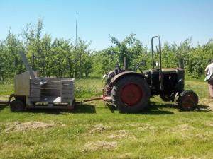 Traktor mit Waggons