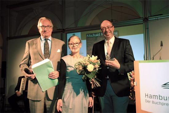 v.l.n.r.: Moderator Joachim Kersten, Gabriele Beger, Direktorin der Staatsbibliothek, und Preisträger Michael Kleeberg