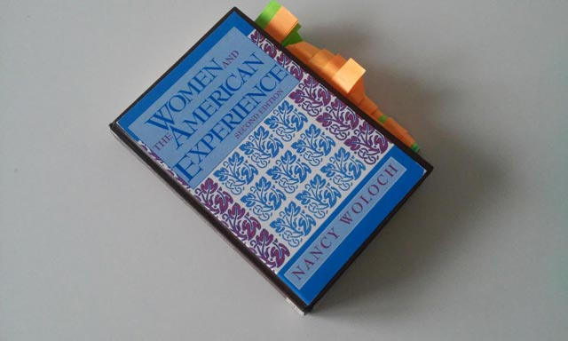Post-it beklebtes Buch