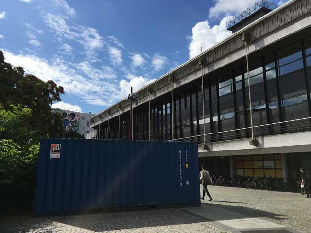 Sicherheitssanierung: Baucontainer vor der Stabi