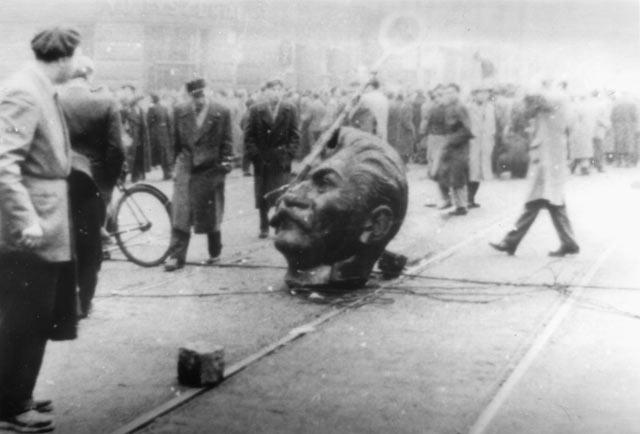 Kopf eines Stalin-Denkmals in Budapest, 31. Oktober 1956