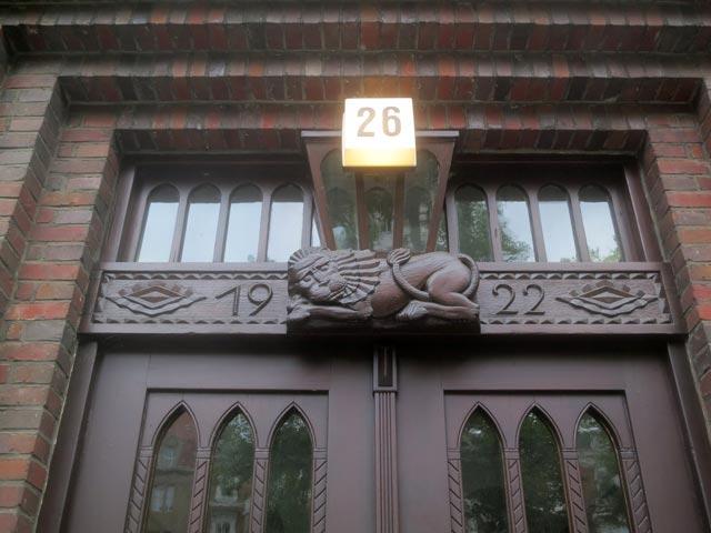 Eingangstür Rothenbaumchaussee 26 mit dem 'Löwen von Juda'