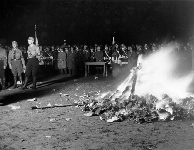 Bücherverbrennung am Kaiser-Friedrichufer am 15. Mai 1933