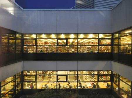 Blick vom Atrium aus auf die Lesesäle