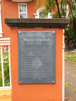 Foucault-Gedenktafel am Institut Français