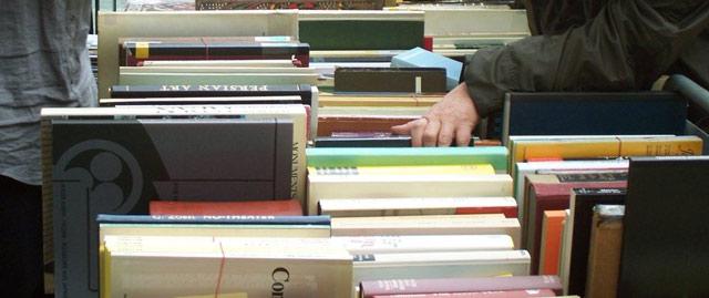 Bücherflohmarkt der Bibliothek des Asien-Afrika-Instituts