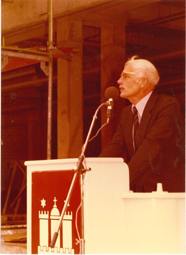 Prof. Dr. Horst Gronemeyer, Direktor der Stabi, am Rednerpult